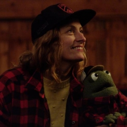 Sarah Harmer Duets With Frog Friend In New Video