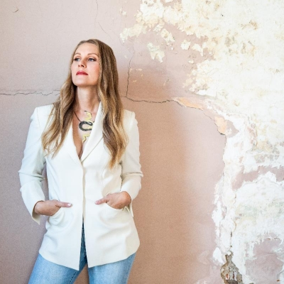 Nora Jane Struthers Fights Self-Doubt With Fiddle + Channels Harlan Howard On New Single Slow Climb