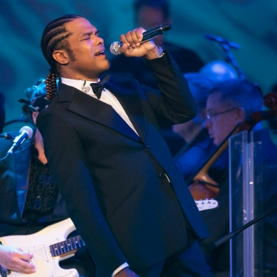 Maxwell Debuts Groundbreaking A Night at the Symphony Performances