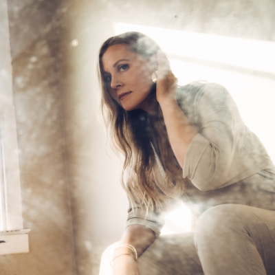 Nora Jane Struthers/ 'Bright Lights, Long Drives, First Words'/ Independent